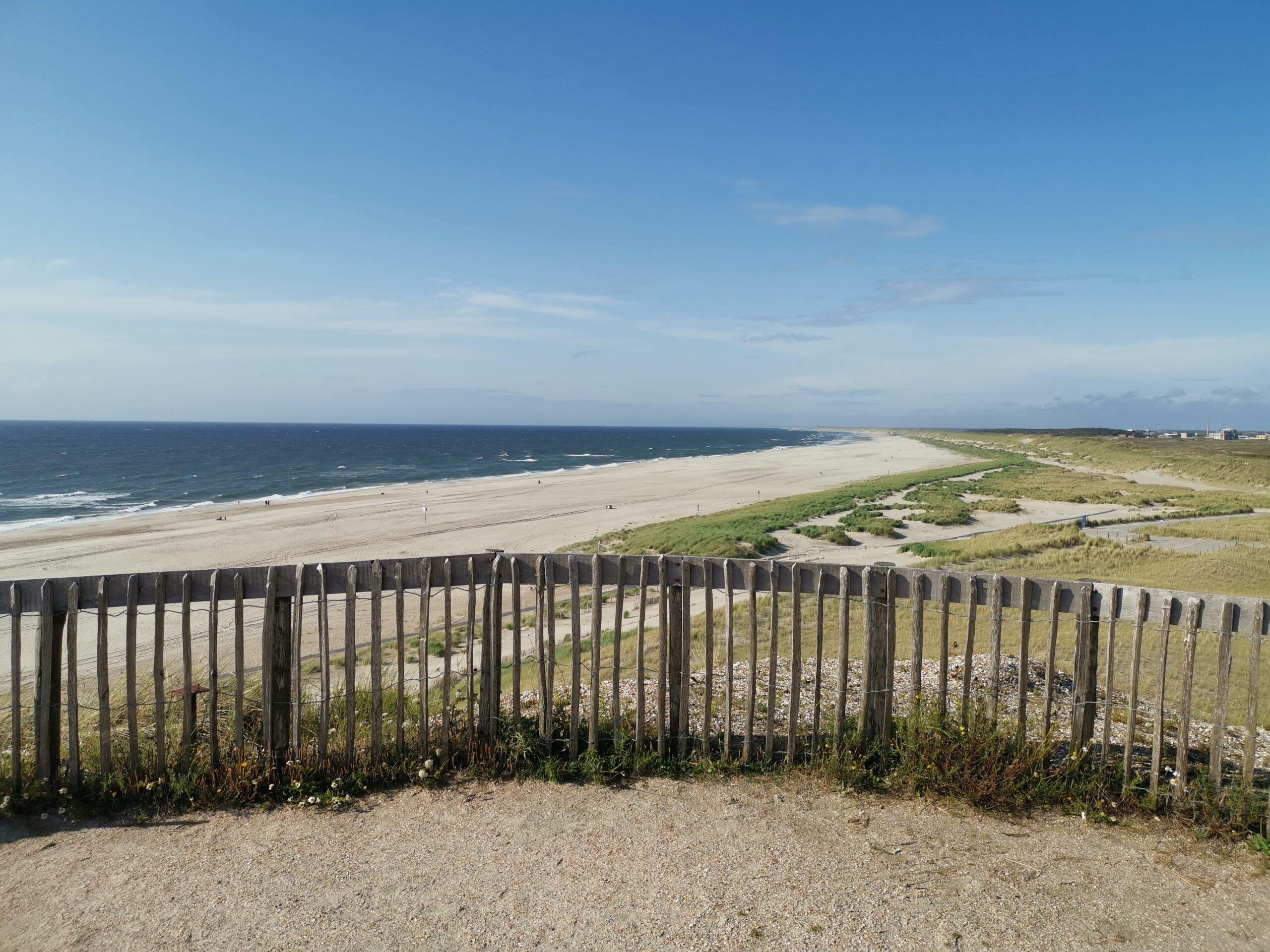 Aussichtsdüne Petten mit Strand- und Dünenblick