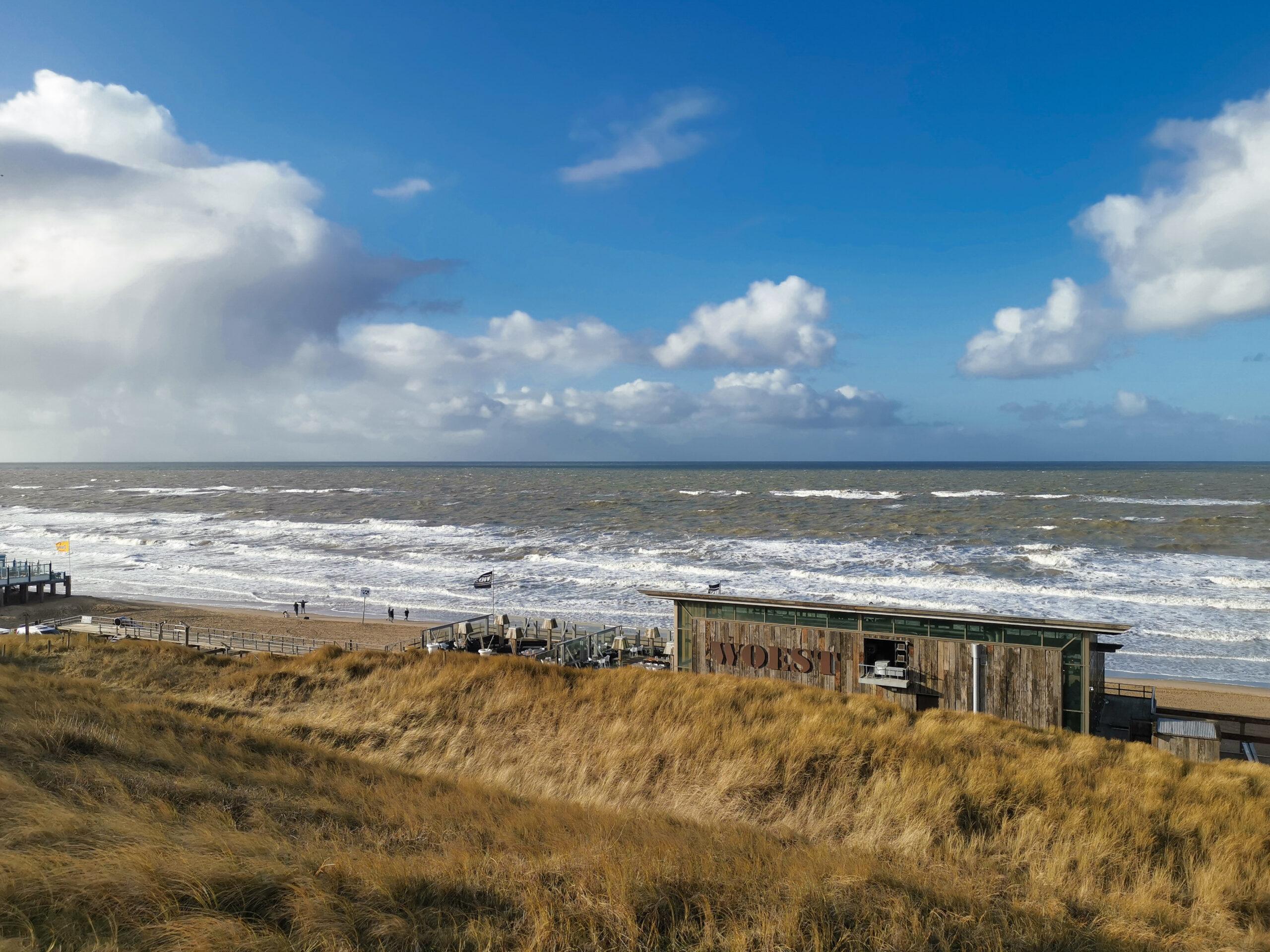 Meerblick mit Blick auf Strandpavillon Woest