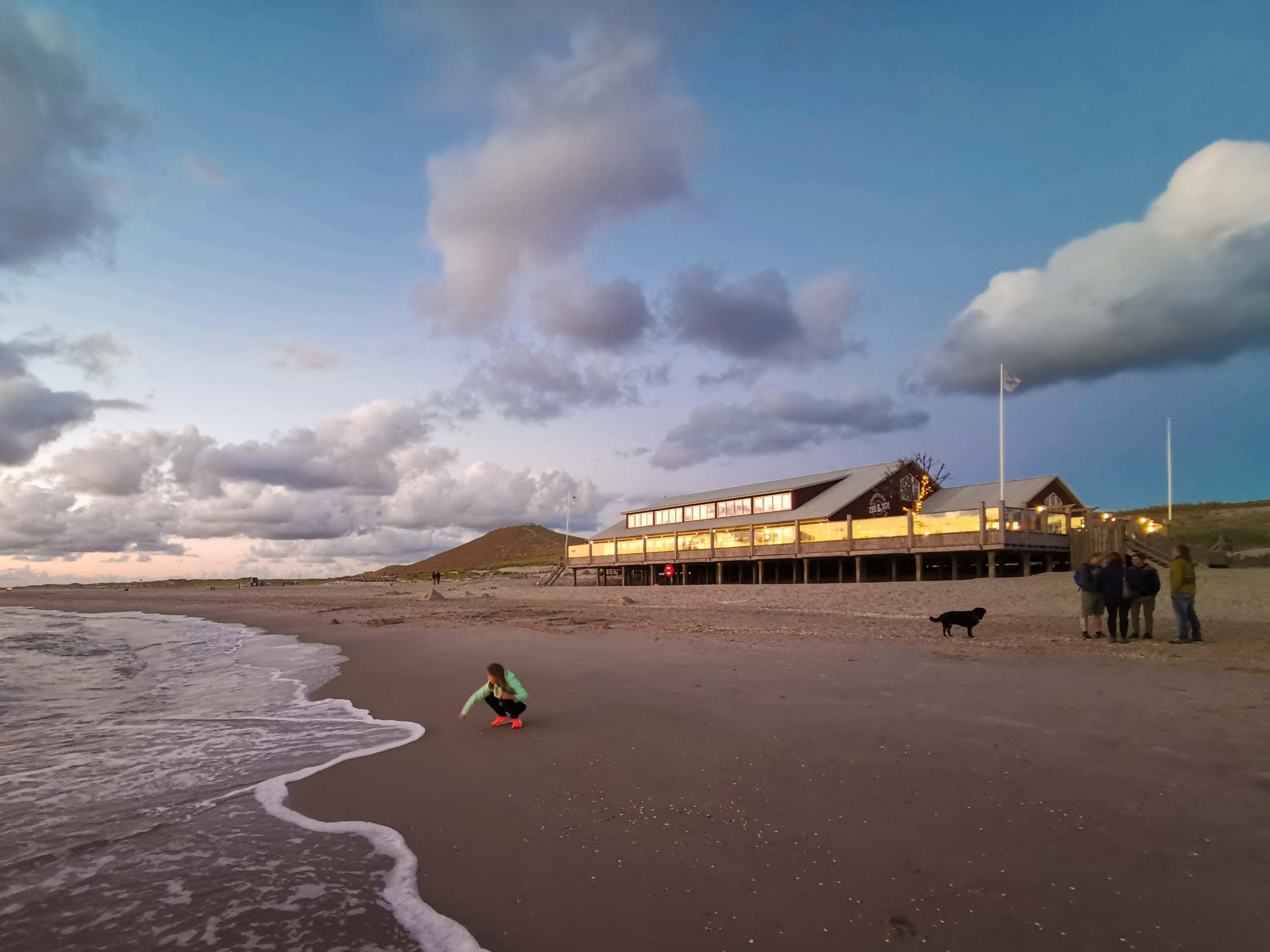 Strandrestaurant Zee & Zo! in der Abendsonne von Petten
