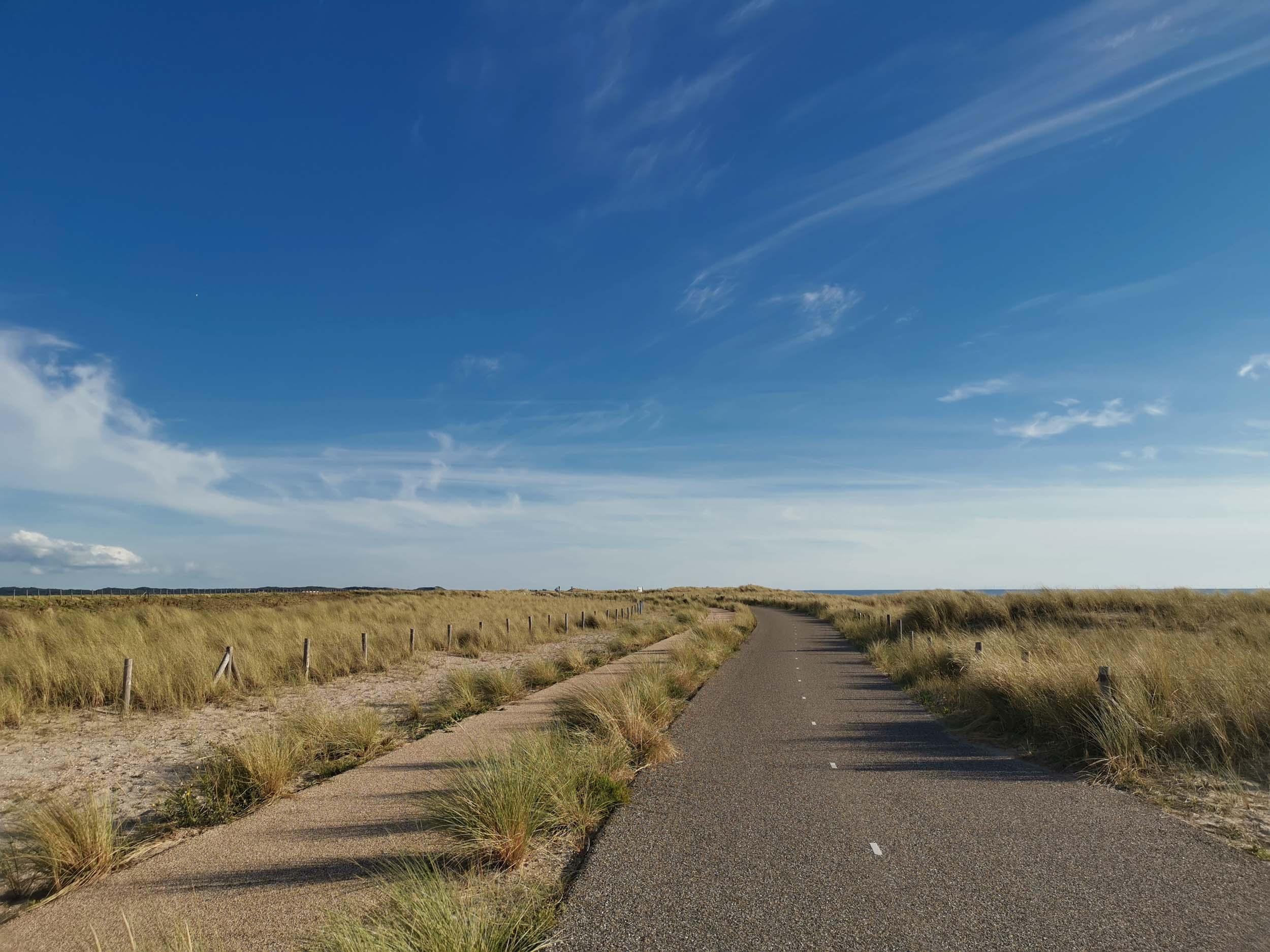 8km langer, gerader Radweg zwischen Petten & Campderduin (Auch Gehweg und Reitweg)